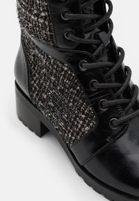 MICHAEL Michael Kors - BRONTE BOOT - Lace-up ankle boots - black/natural - 6