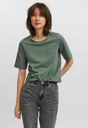 Basic T-shirt - laurel wreath