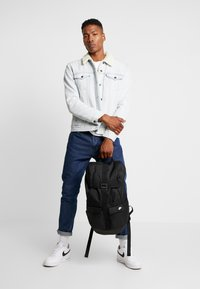 Nike Sportswear - EXPLORE  - Reppu - black/white - 1