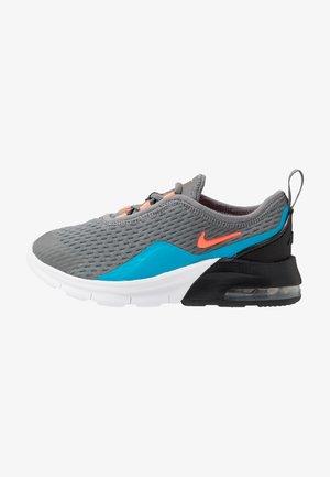 AIR MAX MOTION 2  - Trainers - smoke grey/hyper crimson/black/laser blue