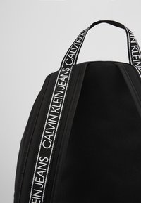 Calvin Klein Jeans - CAMPUS - Reppu - black - 5