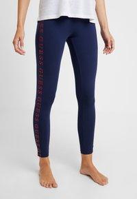 Guess - LEGGINGS - Leggings - Stockings - blue/red - 0