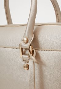 LIU JO - BRIEFCASE - Borsa a mano - light gold - 2