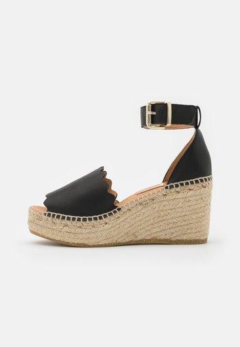 CAPRI - Sandály na platformě - schwarz
