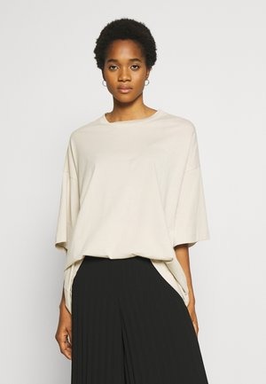 HUGE  - Basic T-shirt - beige
