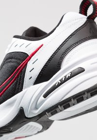 Nike Sportswear - AIR MONARCH IV - Sneakers - white/black/varsity red - 5
