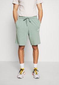Nike Sportswear - CLUB - Shorts - silver pine/white - 0
