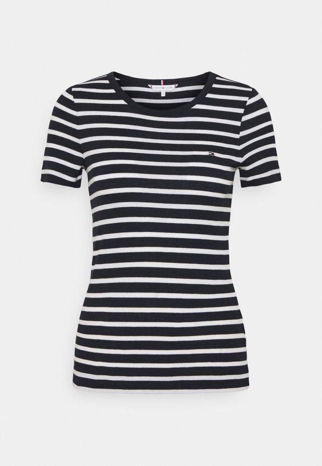 SKINNY OPEN - T-shirt z nadrukiem - desert sky/white