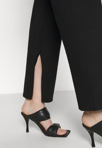 4th & Reckless - AMY TROUSER - Kalhoty - black - 3