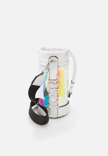 LETTERS HOLOGRAM BOTTLE - Across body bag - iridescent