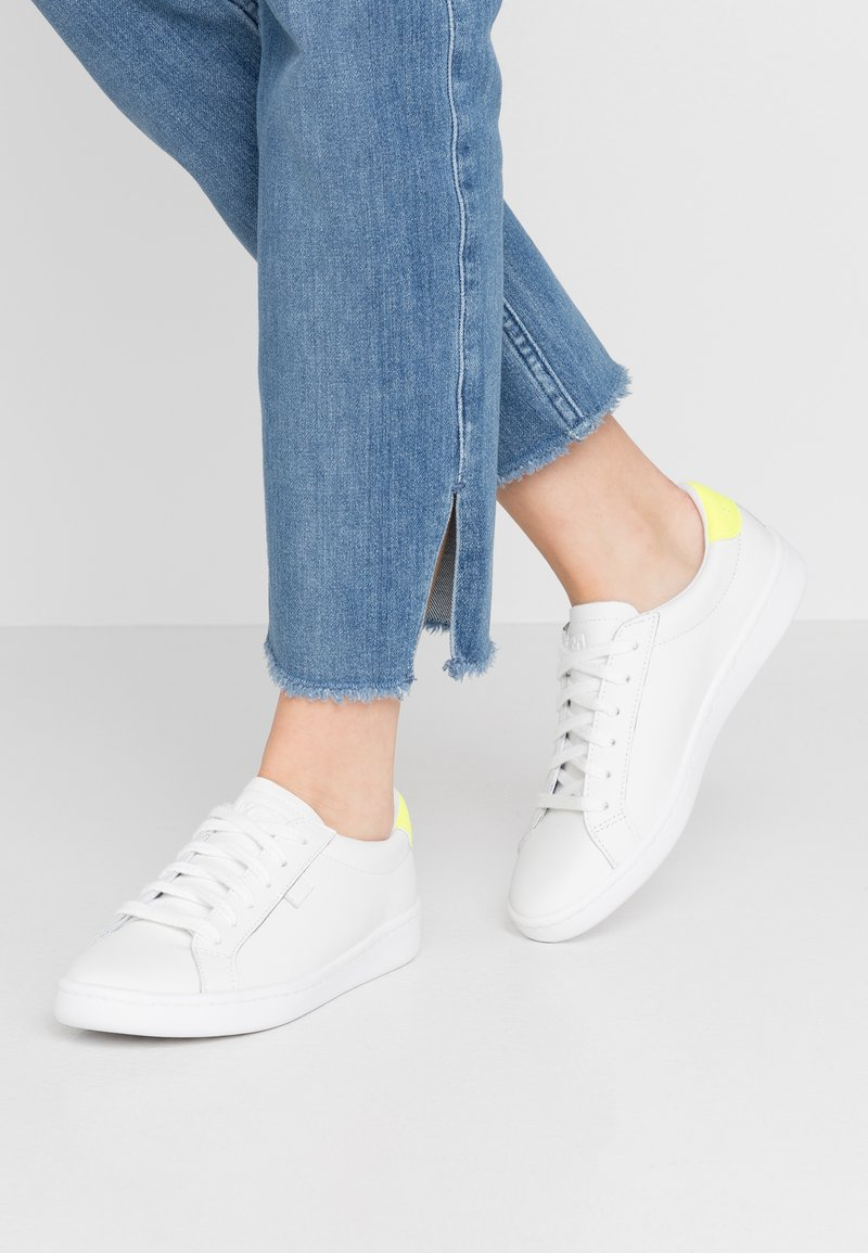 Keds - ACE - Sneakersy niskie - white/neon yellow