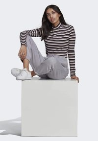 adidas Originals - SPORTS INSPIRED LONG SLEEVE - Camiseta de manga larga - black/owhite - 4