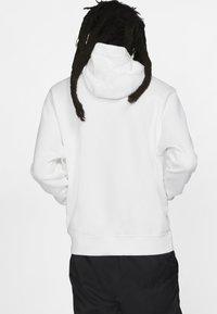 Nike Sportswear - CLUB HOODIE - Luvtröja - white - 2
