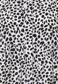 Missguided Maternity - SMOCK DRESS DALMATIAN - Košilové šaty - white - 2