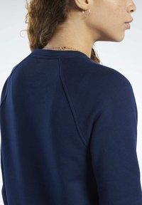 Reebok Classic - CLASSICS VECTOR CREW SWEATSHIRT - Bluza - blue - 5