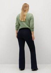 Violeta by Mango - SELMA - Flared Jeans - intensives dunkelblau