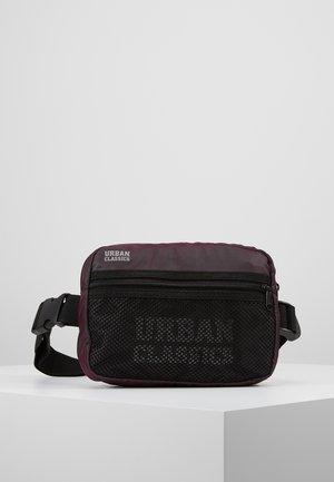 CHEST BAG - Bum bag - redwine