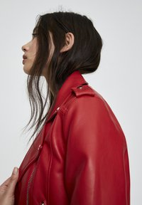 PULL&BEAR - Faux leather jacket - metallic red - 4