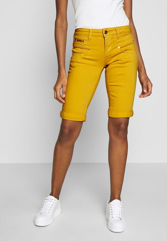BELIXA NEW MAGIC - Shorts vaqueros - blazing orange