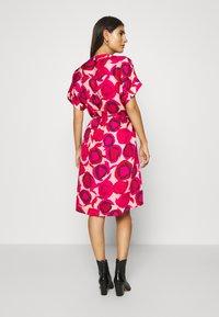 GANT - FLUID DESERT ROSE DRESS - Shirt dress - rich pink - 2