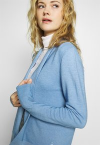 MAERZ Muenchen - CARDIGAN - Cardigan - forget me not - 3