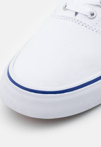 Polo Ralph Lauren - THORTON - Sneakersy niskie - white/heritage - 5