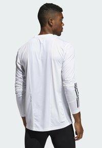 adidas Performance - 3 STRIPES PRIMEGREEN TECHFIT SPORTS LONG SLEEVE T-SHIRT - Camiseta de manga larga - white - 1