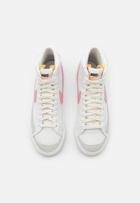 Nike Sportswear - BLAZER MID '77 - High-top trainers - summit white/sunset pulse/black - 5