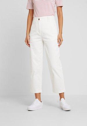 PANTS NEVRE FIT MEDIUM RISE - Trousers - soft white