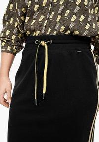 Triangle - A-line skirt - black - 3
