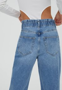 PULL&BEAR - Relaxed fit jeans - mottled blue - 3