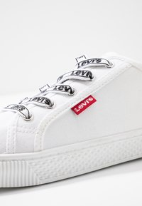 Levi's® - MALIBU BEACH - Trainers - brilliant white