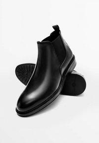 Massimo Dutti - CHELSEA AUS GEBÜRSTETEM  - Classic ankle boots - black - 6