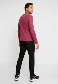 Wrangler - GREENSBORO - Straight leg jeans - black valley - 2