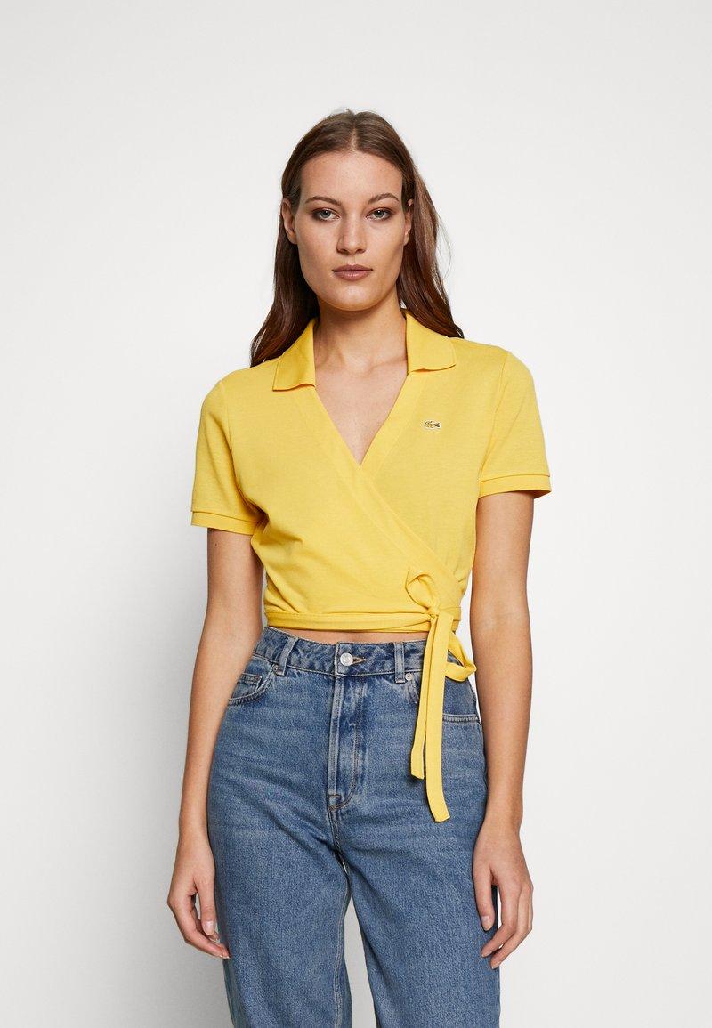 Lacoste LIVE - T-shirt imprimé - yellow