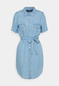 Vero Moda - VMSILJA SHORT SHIRT DRESS - Vestido vaquero - light blue denim - 0