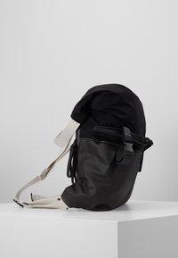 N°21 - Batoh - black - 4