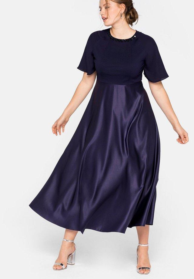 Cocktail dress / Party dress - dunkellila