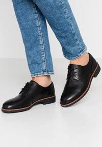 Clarks - GRIFFIN LANE - Zapatos de vestir - black - 0