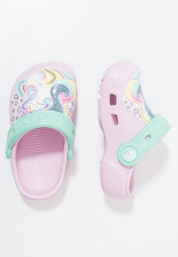 FUN LAB CLOG - Pool slides - pink/new mint