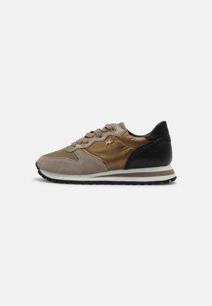 HEVY - Sneakersy niskie - taupe