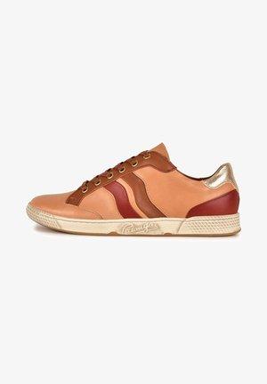 JOYCE F2G - Sneakers laag - light orange/brown