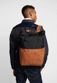 Pier One - UNISEX - Plecak - brown/black - 1