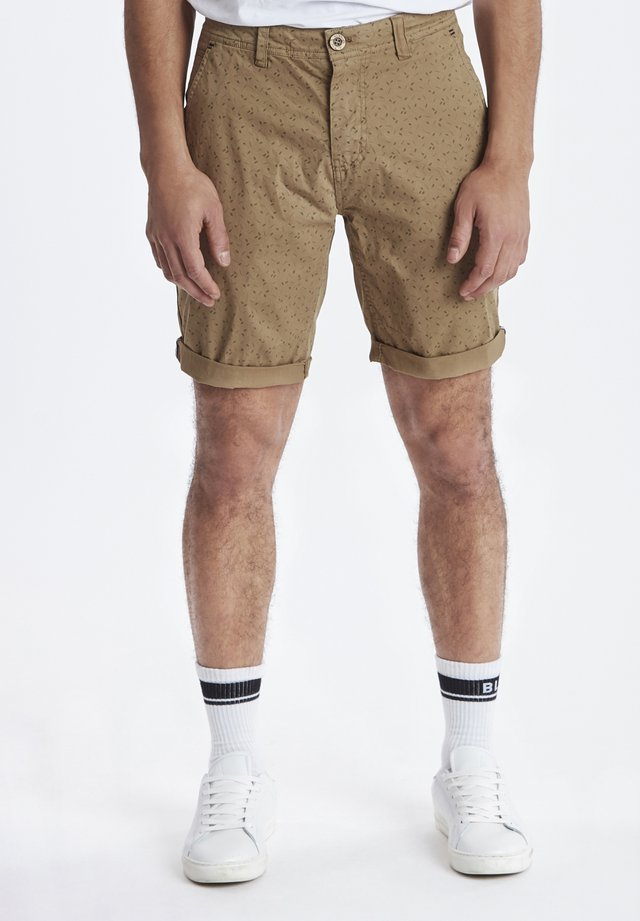 SHORTS - Szorty - sand brown
