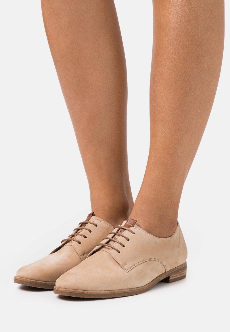 Gabor Comfort - Lace-ups - caramel/peanut