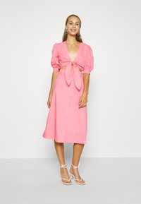 NA-KD - HOSS X FRONT TWIST DRESS - Cocktailkleid/festliches Kleid - pink - 0