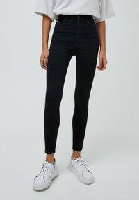 PULL&BEAR - MIT HOHEM BUND - Jeans Skinny Fit - mottled black - 0