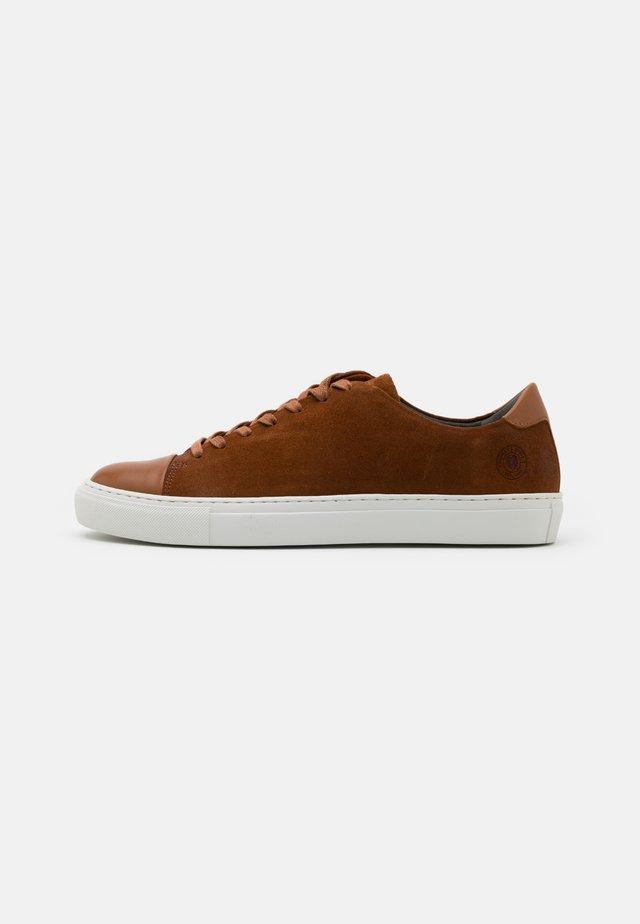 LESCAPE - Sneakers laag - cognac