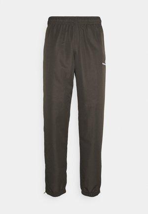 CARSON PANTS - Pantaloni sportivi - olive/white