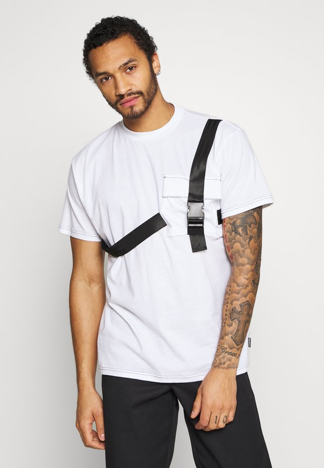 TEE WITH STRAPPED PLUG DETAIL - Printtipaita - white